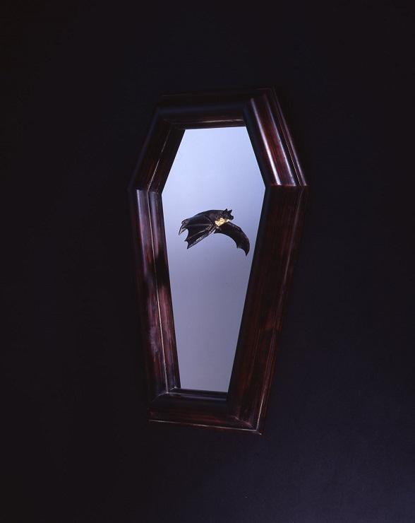 Bat in the frame (Type-B)  H52×W32×D12(cm) ブロンズ、ステンレス、漆、アガチス 2013 ED50 AP10 発表価格 320,000円(税別)