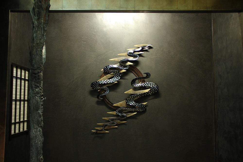 """undercurrents""(2013) 乾漆-漆、麻布、竹、金粉、金箔、夜光貝 ¥1,200,000(税別)"