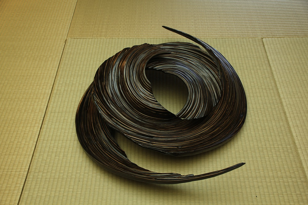 """Spiraled""(2011) 竹、漆 ¥300,000(税別)"