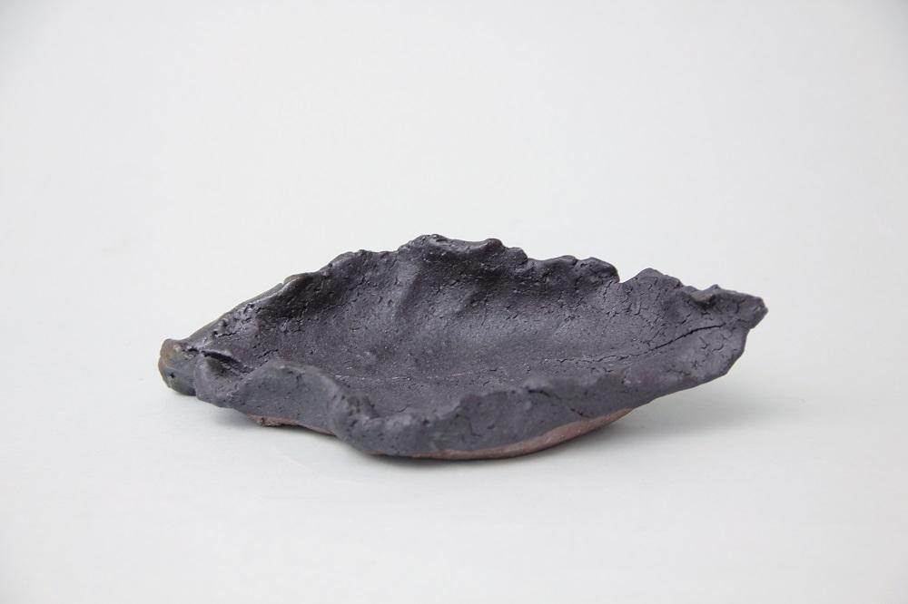 「黒唐津木の葉皿」(村山-50) ¥4,860 W:18.3、D:10.6、H:3.8(㎝)